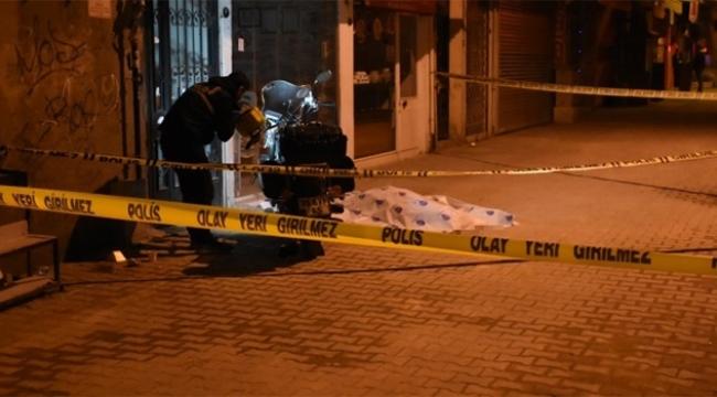 Sokak ortasındaki bıçaklı kavgada 1 kişi öldü