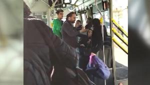 'Üstü kirli' diye küçük çocuğu otobüsten attı