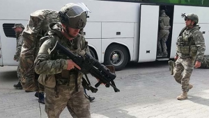 Yüzlerce komando sınıra gönderildi