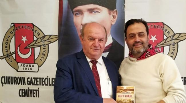Başkan Esendemir'e kitabını hediye etti