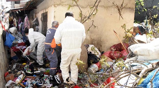 Evden 15 ton çöp çıktı
