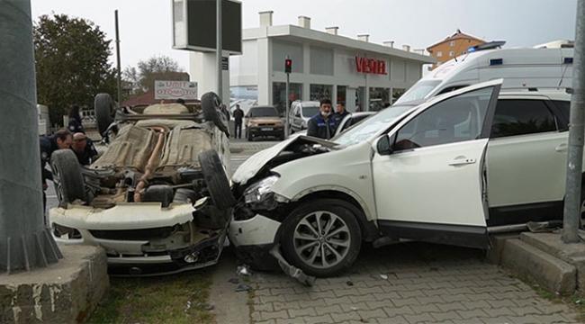 Göreve giden polis kaza yaptı