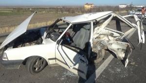 İki otomobil çarpıştı yaralılar var