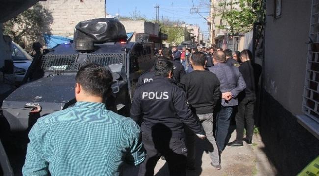 Polisi yüzünden yaraladı vurularak durduruldu