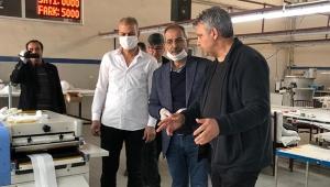 Virüsten korunmak için ücretsiz maske üretti