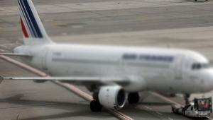 Sivil uçağa ateş açıldı