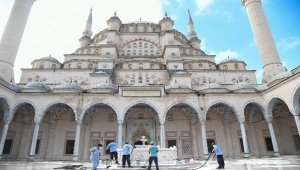 Adana'da camiler temizlendi