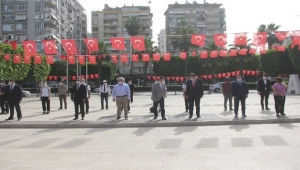 Adana'da sosyal mesafeli, maskeli 19 Mayıs