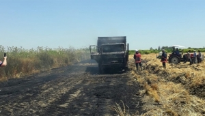 Buğday yüklü kamyon küle döndü