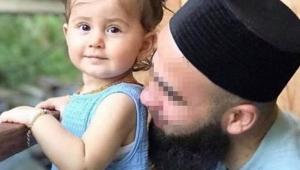 Geri giderken 2 yaşındaki kızını ezdi
