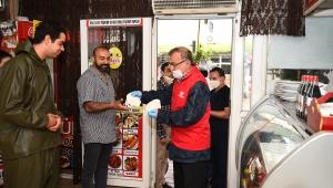Seyhan'da sosyal yardımlar sürüyor, hizmet durmuyor
