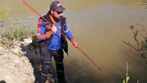 16 yaşındaki Azat nehirde kayboldu