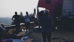 İki tır çarpıştı sürücüler yaralandı