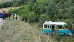 İşçi minibüsü yoldan çıktı