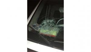 Ambulansa taşlı saldırı