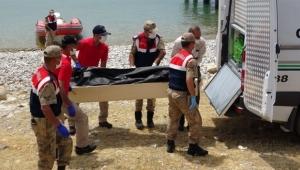Batan tekneden cesetler çıkarılmaya devam ediyor