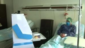 Covid hastalarının robot hemşiresi