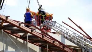 Spor salonu inşaatı çöktü