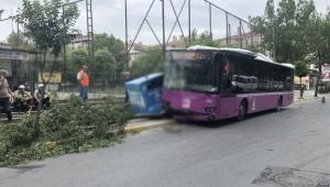 Sürücüsü fenalaştı otobüs kaza yaptı...