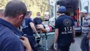 Traktör dereye devrildi: 1 ölü, 1 yaralı