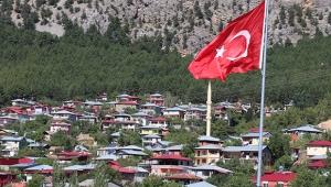 Akçatekir Yaylası'na dev Türk bayrağı
