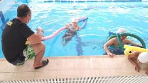 6 bin genç yüzme öğrendi