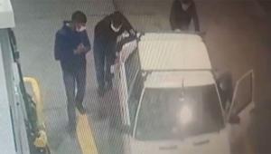 Aracı çaldılar iterek benzin istasyonuna geldiler