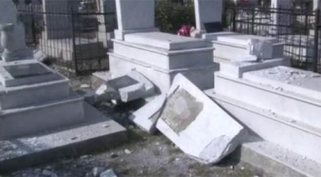 Cenaze töreni sırasında mezarlıktaki siviller vuruldu