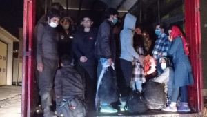 Göçmen kaçakcıları polis radarına takıldı
