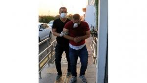 Uyuşturucu tacirleri polis aracına çarpıp kaçtı