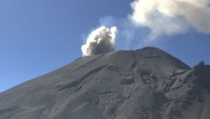 Popocatepetl Yanardağı kül ve lav püskürttü