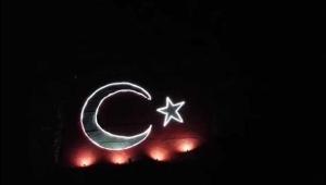 Türk bayrağı Azerbaycan için geceyi aydınlattı