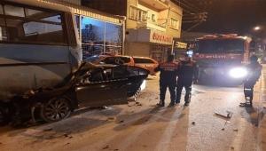 Otomobil işçi servisine çarptı