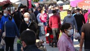 Semt pazarındaki kalabalık şaşkınlık yarattı