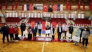 Adana'da Online Dart Turnuvası'nın ödül töreni yapıldı