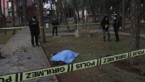 Çocuk parkında ölü halde bulundu