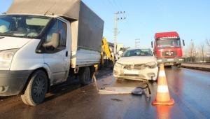 Doğalgaz çalışması yapan işçilere otomobil çarptı