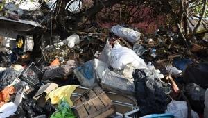 Evin içerisinden 15 kamyon çöp çıktı