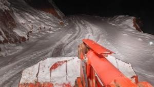 Hasta kurtarmaya giderken karda mahsur kaldılar