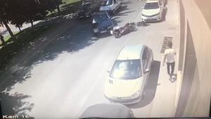Motosikletli sürücü metrelerce sürüklendi