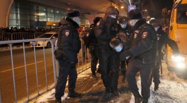 Rus muhalif liderin destekçileri gözaltına alındı