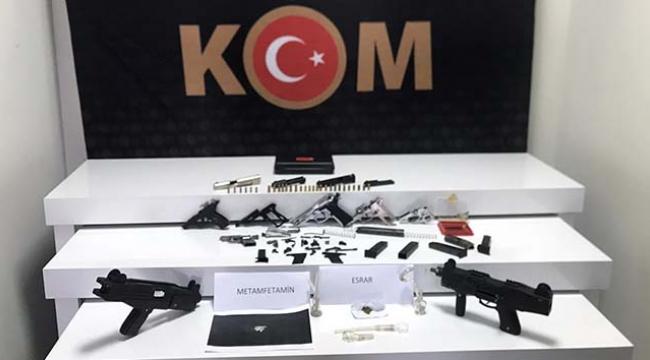 Silah, silah parçaları ve uyuşturucu ele geçirildi