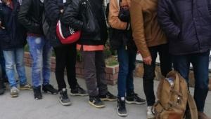 30 düzensiz göçmen yakalandı