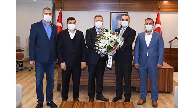 İmam Hatip Mezunları Derneği yöneticileri Vali Elban'ı ziyaret etti