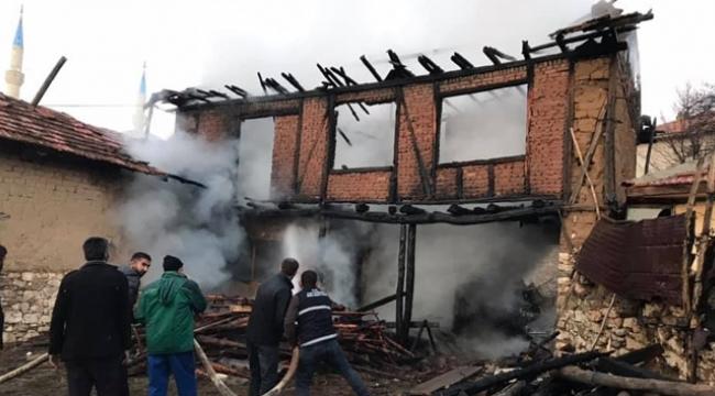 Mangal yaparken evi yaktı
