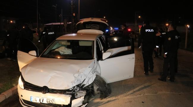 Polisten kaçtılar, kaza yapıp 2 kişiyi yaraladılar