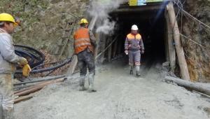 Madenciyi arama çalışmaları devam ediyor