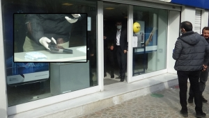 Müşteri kılığında banka soygunu