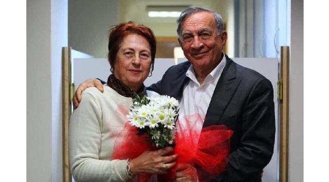 Seyhan Belediye Başkanı Akay'ın eşi koronadan hayatını kaybetti