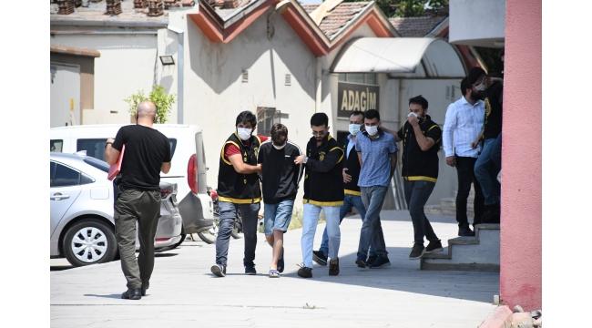 2 işyerini kurşunladıkları iddia edilen 3 şüpheli yakalandı